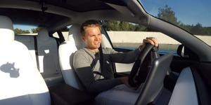 Nico Rosberg en el Tesla Model 3