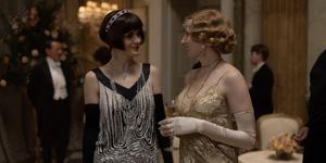 """Michele Dockery y Laura Carmichael en """"Downton Abbey"""""""