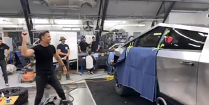 Pueba cristal blindado del Tesla Cybertruck