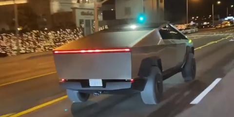 Tesla Cybertruck rodando en Los Ángeles