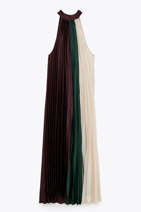 todas sabemos que zara tiene algunos vestidos ideales que se nos van del presupuesto pero si lo piensas, van a ser estas prendas las que mejores rebajas van a tener en el 'black friday'