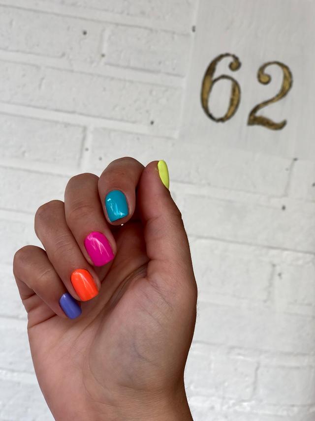 manicura de colores neon