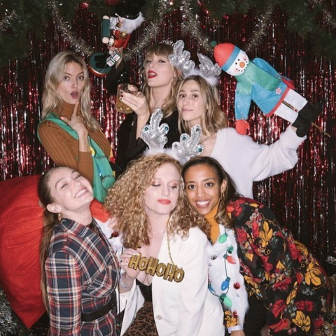 People, Social group, Fun, Event, Christmas, Christmas eve, Tree, Christmas ornament, Photography, Holiday,
