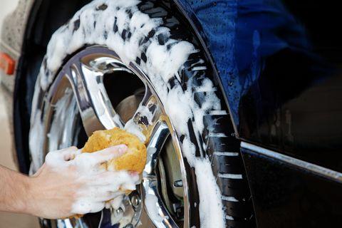 lavagem de pneus de carro