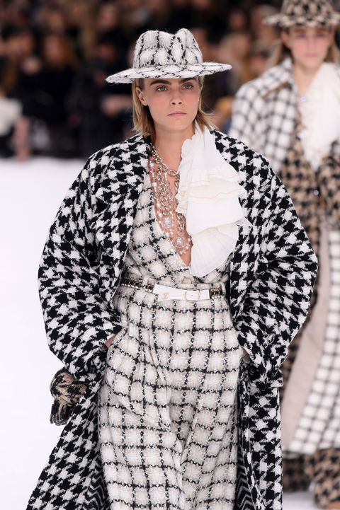c1b3ed38598 Cara Delevingne Opens Karl Largerfeld s Final Chanel Show With The ...