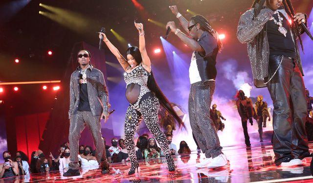 Cardi B reveló que está embarazada en los BET Awards
