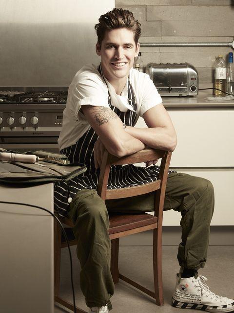 Isaac Carew, lo chef che ha fatto innamorare la popstar Dua Lipa con la pasta all'italiana