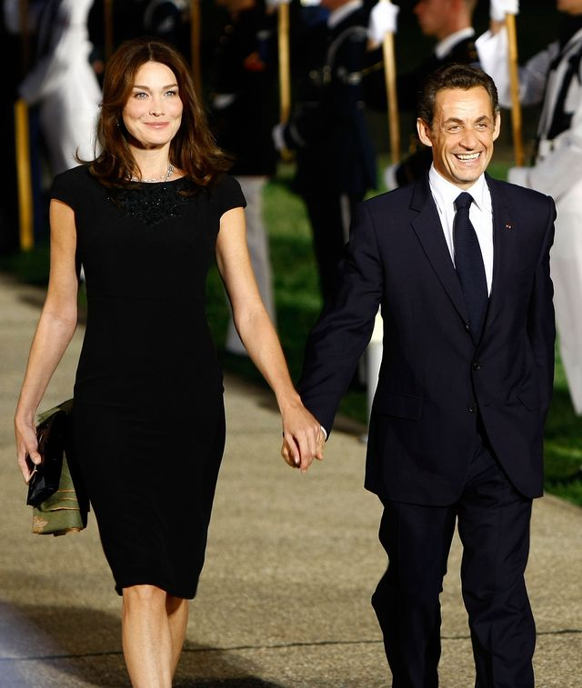 pittsburgh   september 24  afp out french president nicolas sarkozy r arrives with his wife carla bruni sarkozy to the welcoming dinner for g 20 leaders at the phipps conservatory on september 24, 2009 in pittsburgh, pennsylvania heads of state from the worlds leading economic powers arrived today for the two day g 20 summit held at the david l lawrence convention center aimed at promoting economic growth  photo by win mcnameegetty images