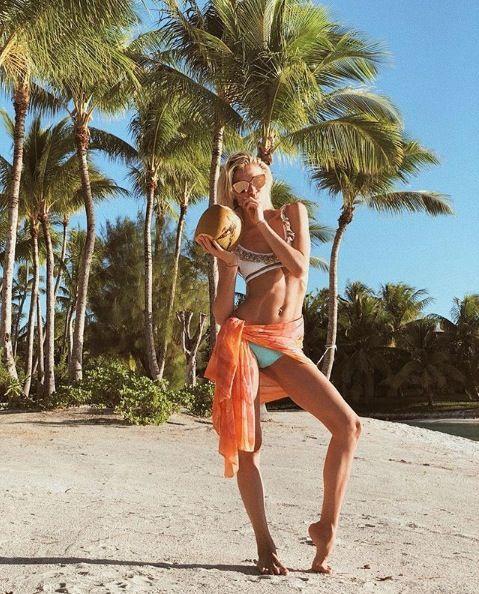 Vacation, Tree, Palm tree, Summer, Fun, Beach, Arecales, People on beach, Woody plant, Tropics,