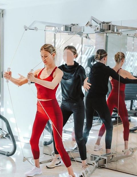 Dance, Sportswear, Physical fitness, Shoulder, Footwear, Choreography, Performing arts, Room, Ballet master, Aerobics,