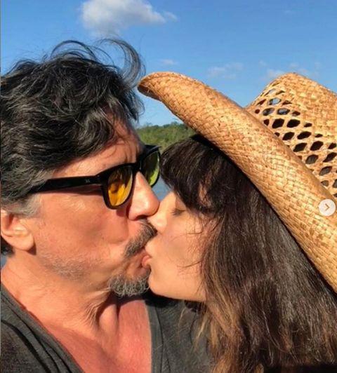 Kiss, Interaction, Nose, Eyewear, Romance, Fun, Headgear, Honeymoon, Glasses, Vacation,