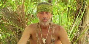 Carlos Lozano se desnuda en Supervivientes