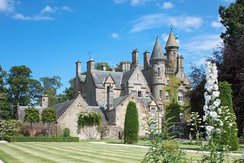 Carlowrie Castle near Kirkliston in Edinburgh, a luxury exclusive use castle.