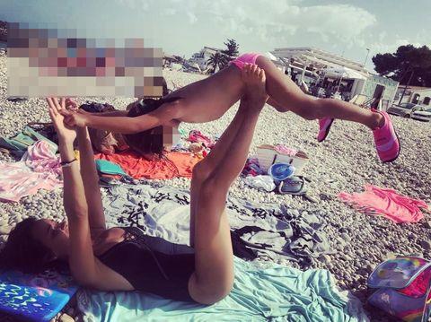 Leg, Human leg, Cool, Thigh, Beauty, Summer, Sun tanning, Pink, Fun, Hand,