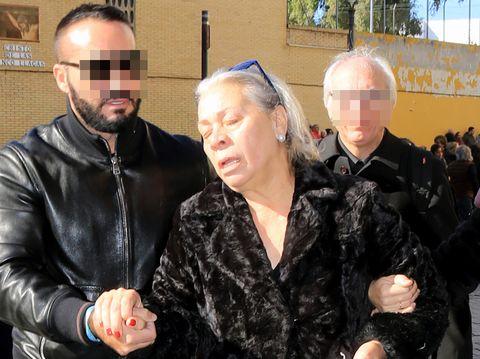 Carmen Gahona en el entierro de Chiquetete