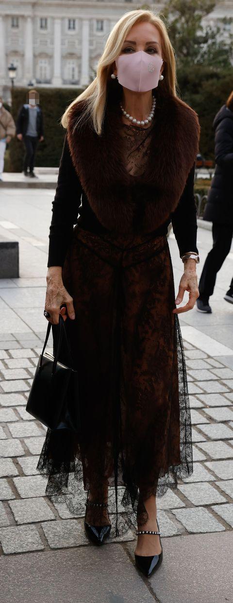 carmen lomana acude a la ópera en el teatro real de madrid