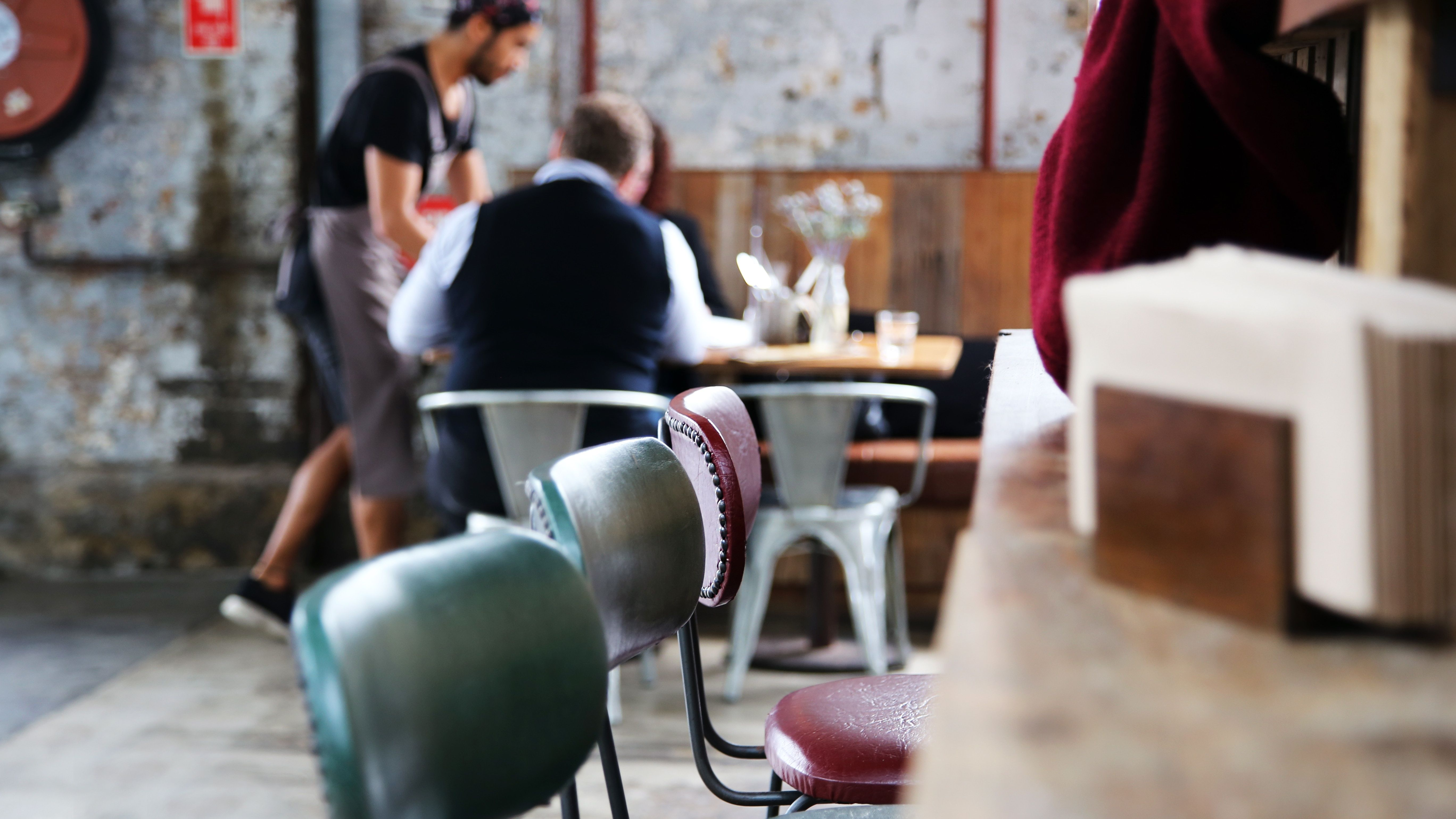 Come Portare I Piatti Cameriere.Fare Il Cameriere E Il Lavoro Piu Stressante Al Mondo