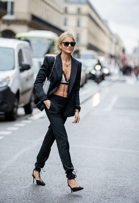Street Style  - Paris Fashion Week - Womenswear Fall/Winter 2020/2021 : Day Eight