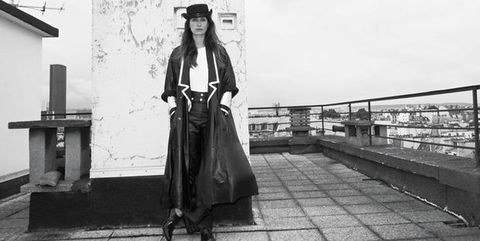 Monochrome, Bag, Monochrome photography, Style, Black-and-white, Luggage and bags, Street fashion, Handbag, Sun hat, Guard rail,