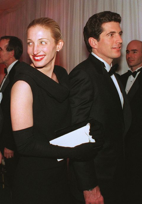 Carolyn Bessette Kennedy (L) and her hus