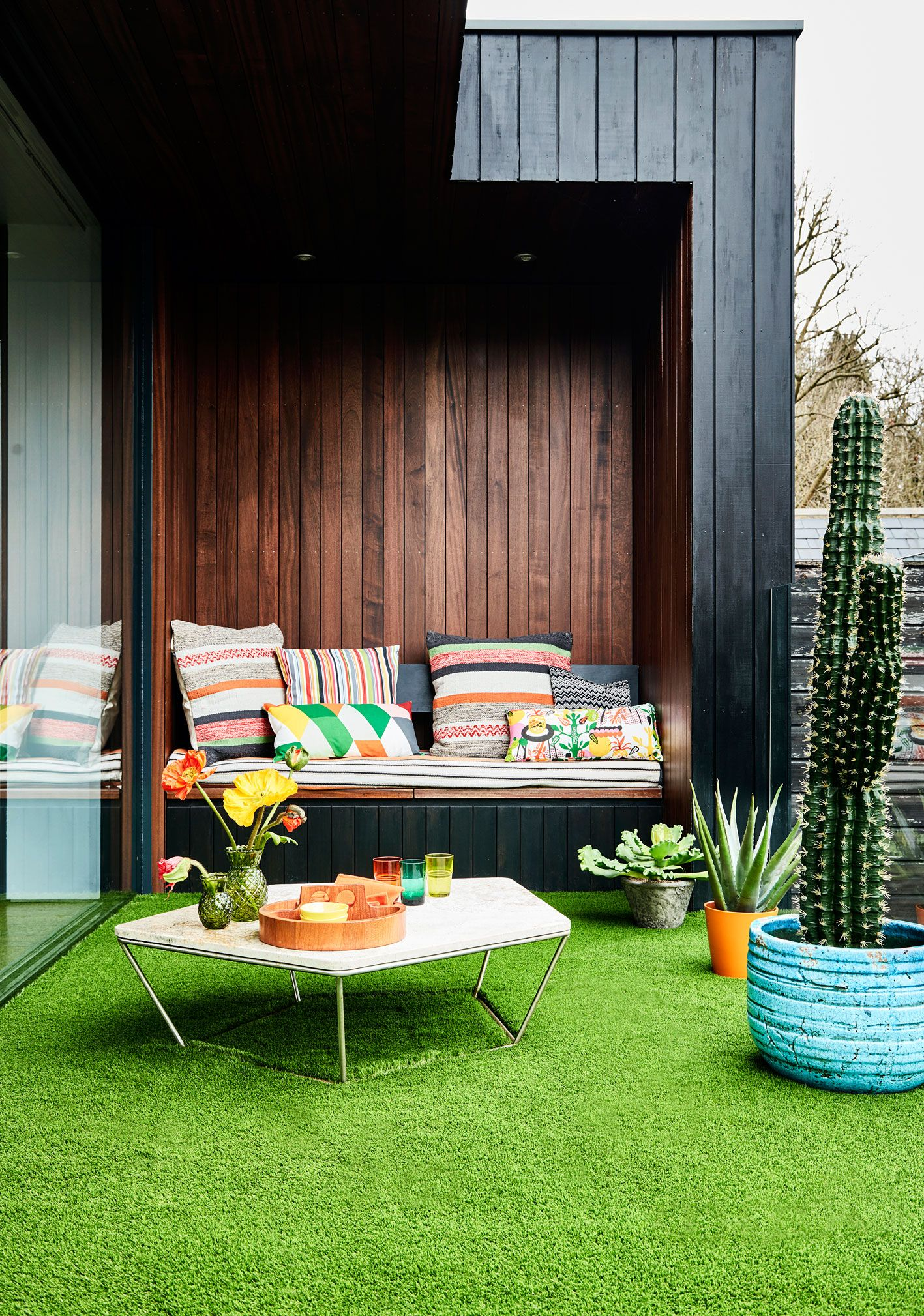 16 hacks for small outside spaces you need to try