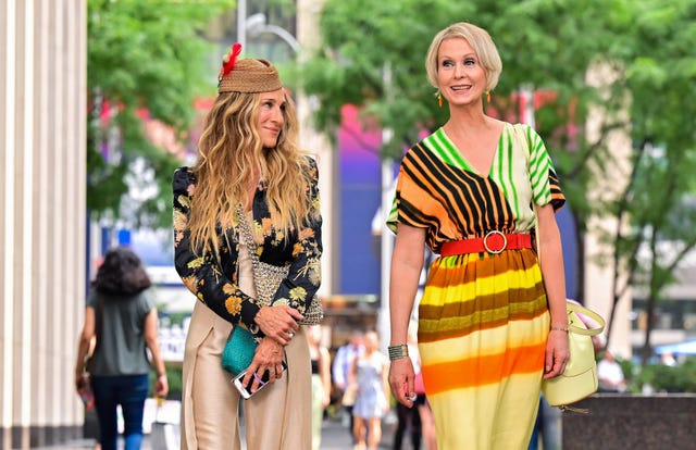 """new york, new york   july 26 sarah jessica parker and cynthia nixon are seen on the set of """"and just like that"""" the follow up series to """"sex and the city"""" in midtown manhattan on july 26, 2021 in new york city photo by james devaneygc images"""