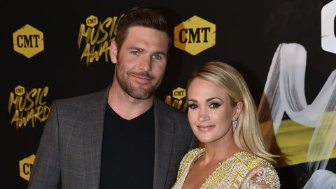 carrie underwood mike fisher red carpet after injury