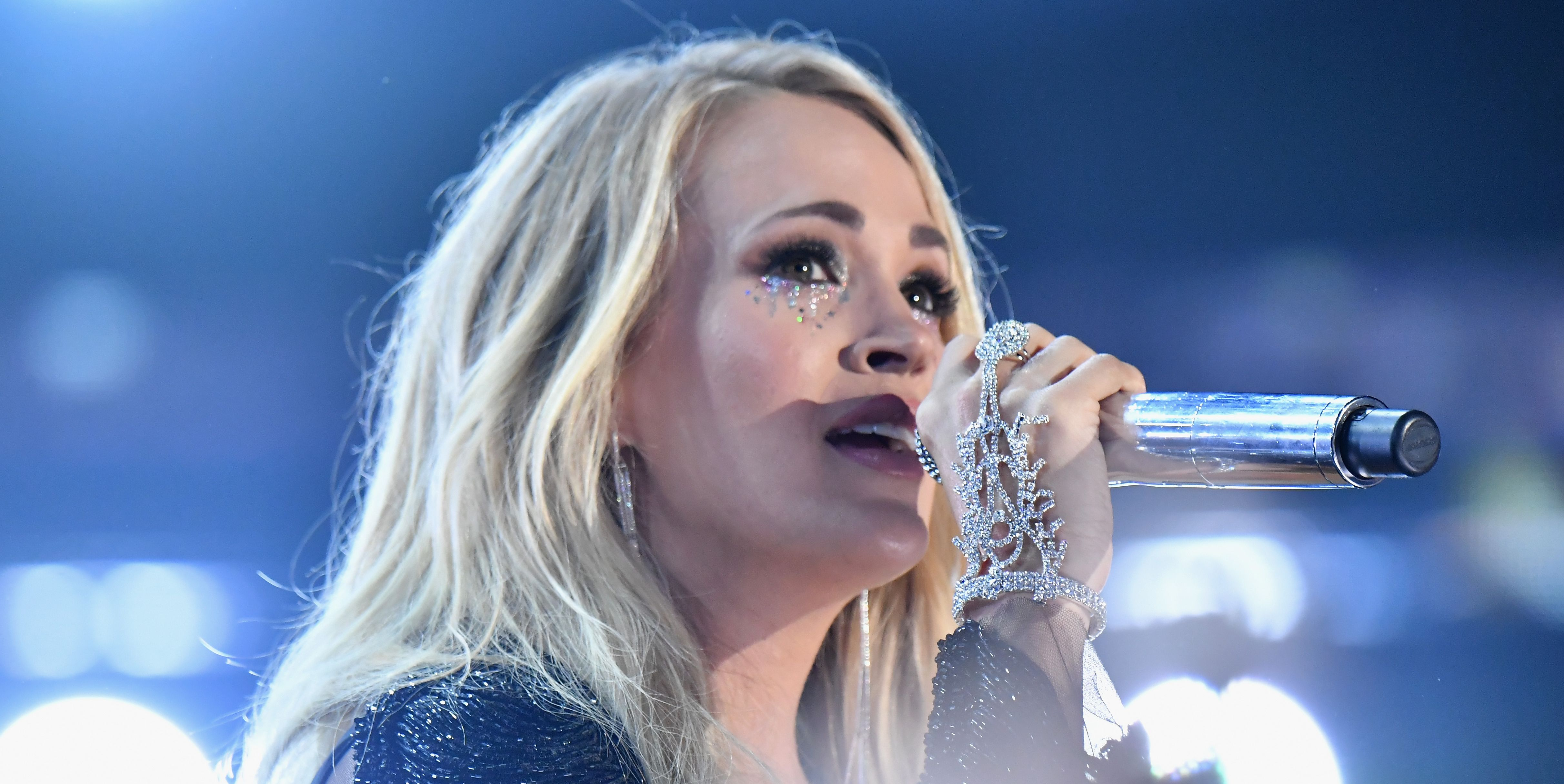 carrie underwood miscarriages