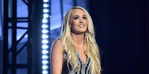Hair, Blond, Music artist, Long hair, Performance, Beauty, Hairstyle, Singing, Singer, Layered hair,