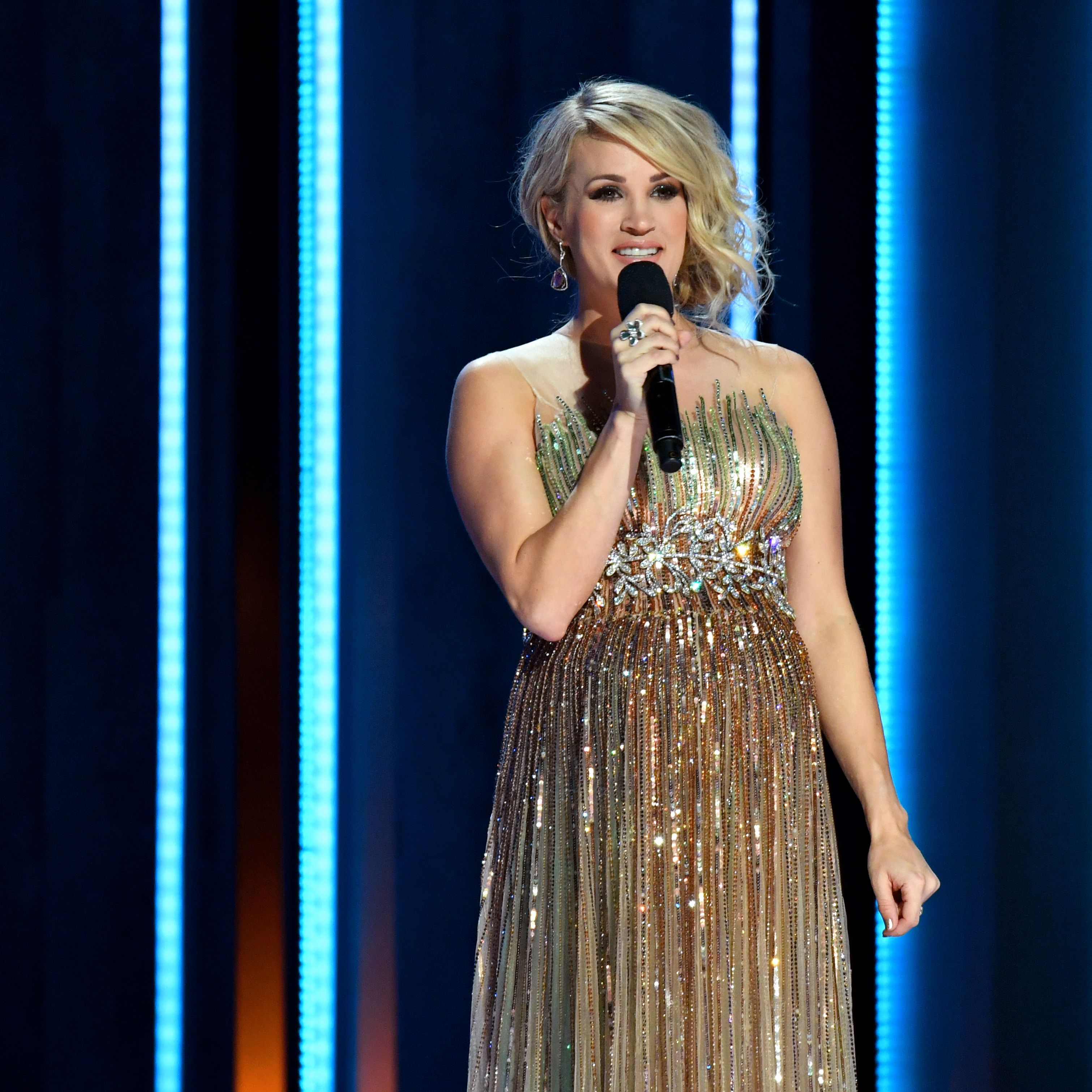 People Are Taking Sides Over Carrie Underwood S Sunday Night