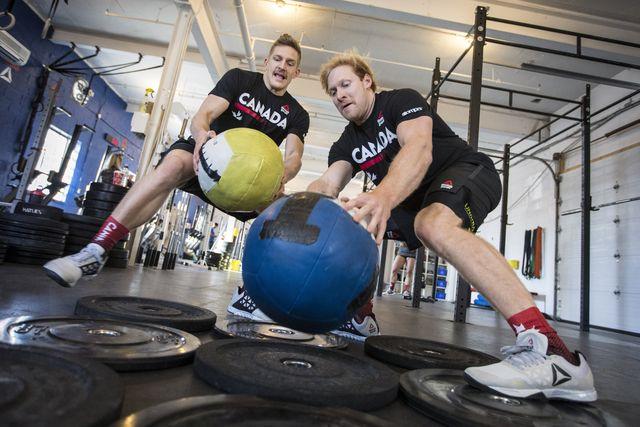 patrick vellner d entrena con un compañero de gimnasio para los games de crossfit