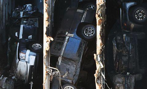 ô tô được nhìn thấy trong phần mũi của hàng hóa tia vàng