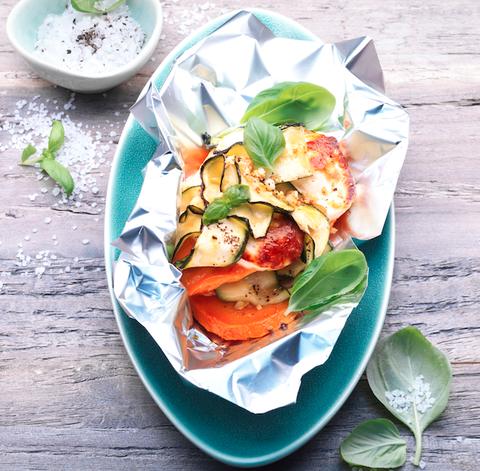 Le patate dolci al cartoccio con halloumi sono il contorno vegetariano e sfizioso che vi sorprenderà
