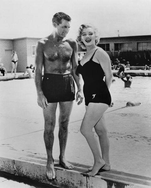 cary grant y marilyn monroe en la piscina