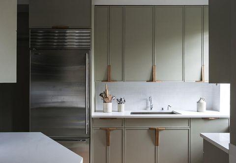 Plumbing fixture, Room, Architecture, Property, Tap, Interior design, Bathroom sink, Wall, Glass, Sink,