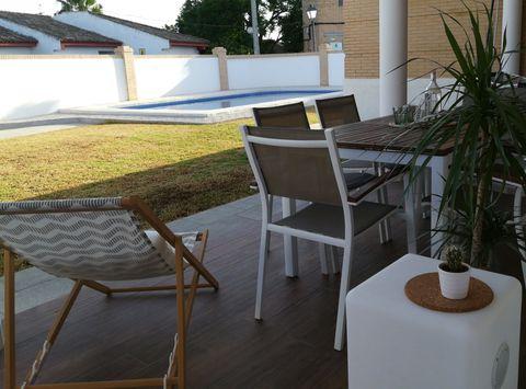Casa de estilo nórdicocon piscina en la comarca de Aljarafe