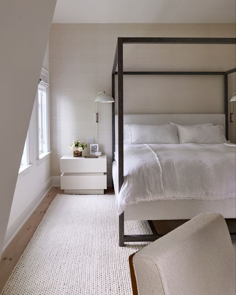 una casa en bridgehampton blanca y negra con toques sofisticados, masculinos y diseño nórdico