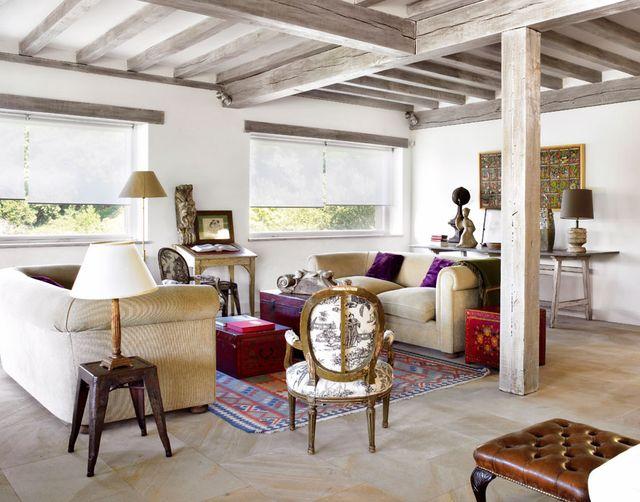 una casa de campo de estilo clásico y espacios abiertos