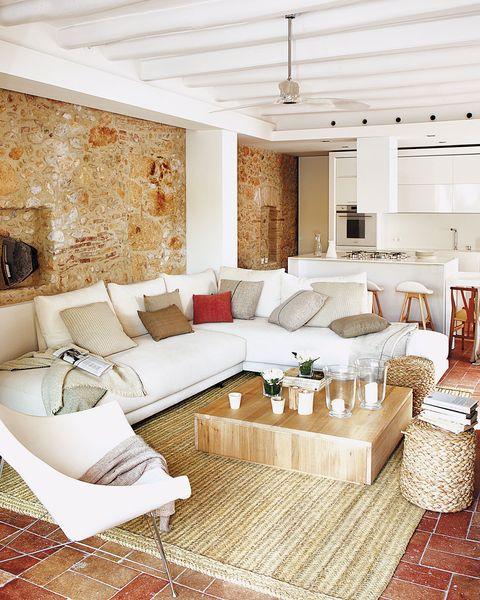 nuevo country salón con sofá blanco en esquina