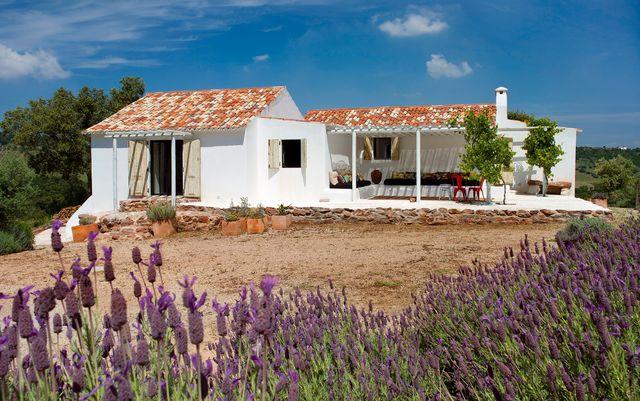 una casa de campo en palmela, portugal, de estilo rustico moderno
