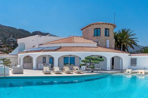 casa con piscina frente al peñón de ifach de airbnb