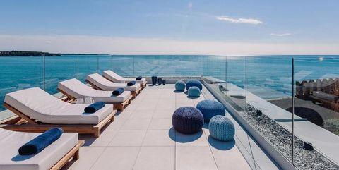 Coastal and oceanic landforms, Ocean, Horizon, Aqua, Sea, Azure, Turquoise, Sunlounger, Beach, Outdoor furniture,
