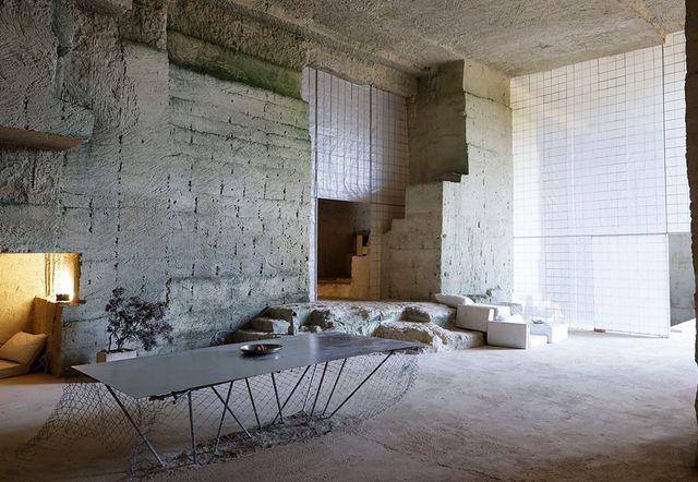casa de diseño excavada en la tierra en menorca can terra