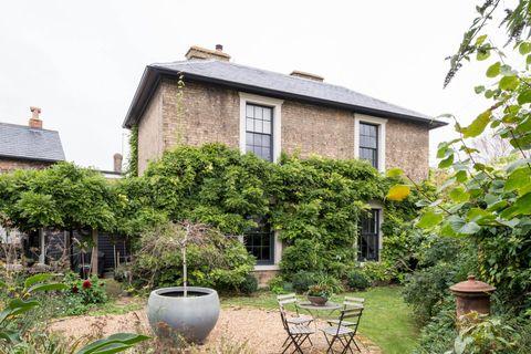 casa de campo rehabilitada con jardín
