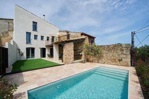 casa de pueblo rehabilitada con piscina