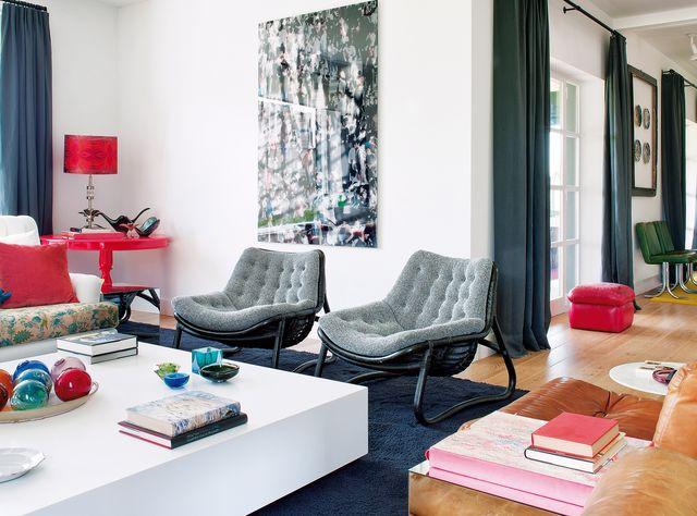 una casa de nueva construcción decorada con estilo ecléctico, colorido y retro