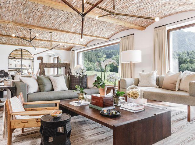 una casa moderna en el tirol inspirada en las granjas clásicas