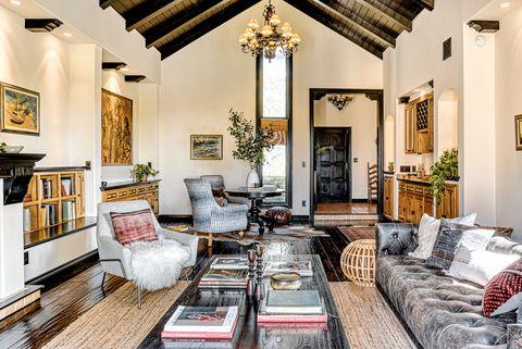 salón de estilo colonial