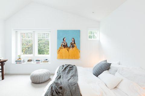 una casa de nueva construcción con estilo propio por falken reynolds