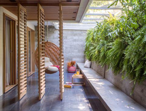 casa bajafamiliar con piscina, de pkb arquitetura fotosdenilson machado y andré nazareth